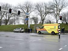Twee auto's klappen op elkaar op Nieuwe Vlissingseweg
