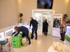 Turkse Dordtenaren zamelen tijdens iftar kratten vol eten in voor Voedselbank