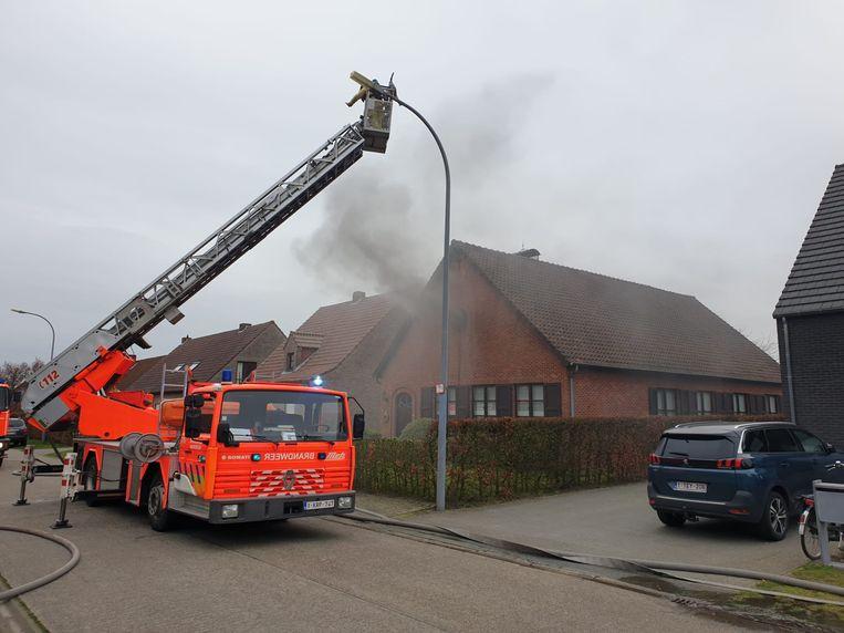 De schouwbrand zorgde voor veel rookontwikkeling.