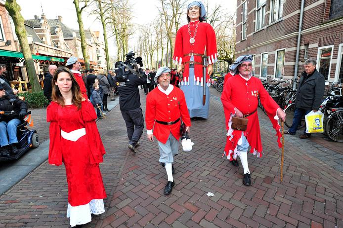 Peer Poarel trekt door de straten van Oisterwijk.