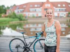 Vordense Mariëlle fietst honderden kilometers om haar hartsvriendin Marije te gedenken