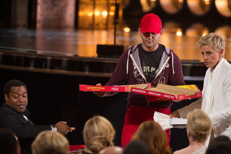 Ellen DeGeneres met pizza's tijdens de Oscars vorig jaar Beeld anp