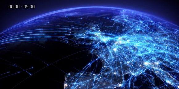 Het vliegverkeer boven Europa gedurende negen uren.