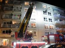Vlammen in woning Westzeedijk: bewoner met ernstige brandwonden naar ziekenhuis