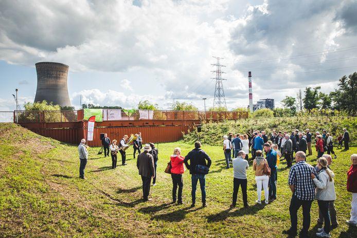 Een nieuwe groenzone in het havengebied, met een uitkijkpunt gemaakt van zeecontainers