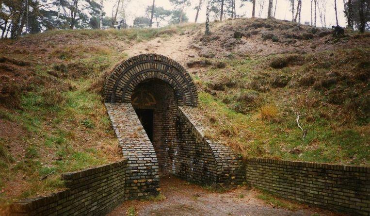 De ingang van de schuilkelder, waar in de oorlog de kunstschatten zijn verstopt. Beeld Kröller-Müller Museum