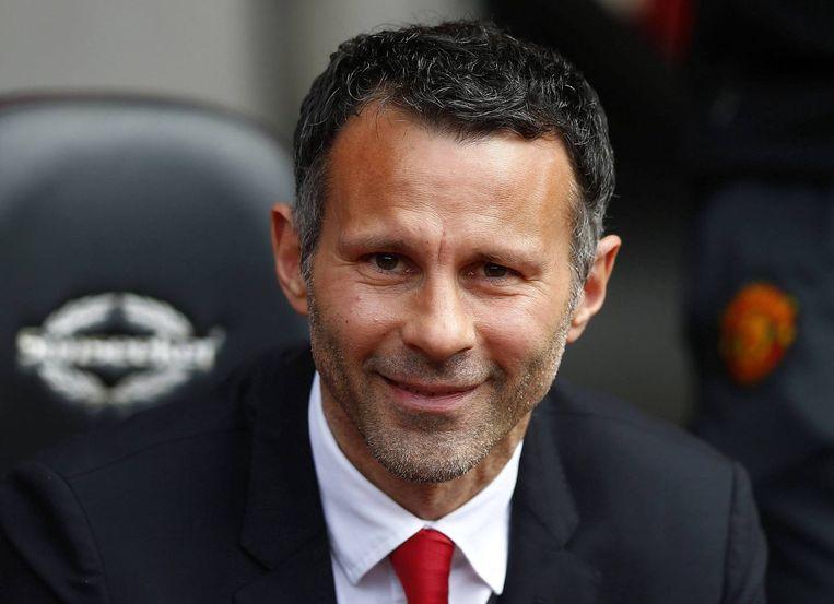 Ryan Giggs stopt zijn spelerscarrière en wordt de eerste assistent van Van Gaal.