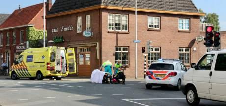 Fietser naar ziekenhuis na aanrijding in Oldenzaal