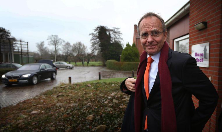 Minister van Economische Zaken Henk Kamp op bezoek bij gedupeerden in Groningen. Beeld anp