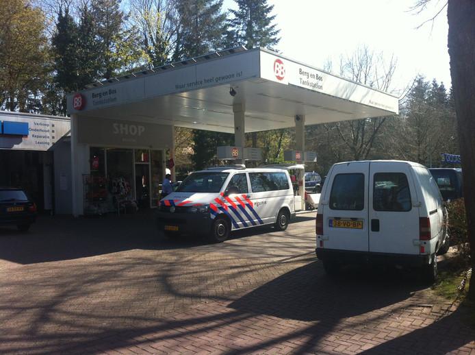 Het tankstation bij Berg en Bos na de overval. Foto Gep Leeflang