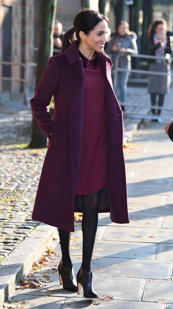 Meghan bezocht de Hubb Community Kitchen in Londen in een jurk van Club Monaco.