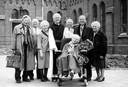 Broers en zussen van de katholieke familie Pirenne uit Tilburg, gegroepeerd rondom trappistenbroeder Christian (oud-pastoor Albert Pirenne)