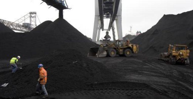 Werkzaamheden bij de OBA Bulk Terminal Amsterdam. Het Rotterdamse tankopslagbedrijf Vopak gaat een terminal voor de opslag van olieproducten bouwen in de haven van Amsterdam. Foto ANP Beeld
