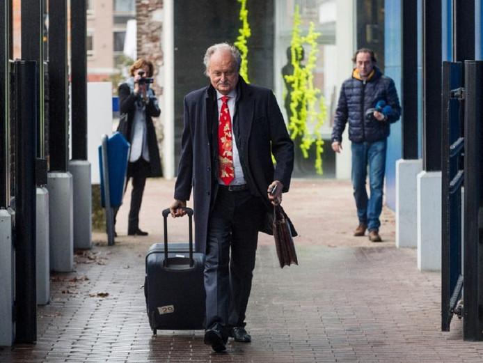 Ger Visser komt aan bij de rechtbank in Almelo.