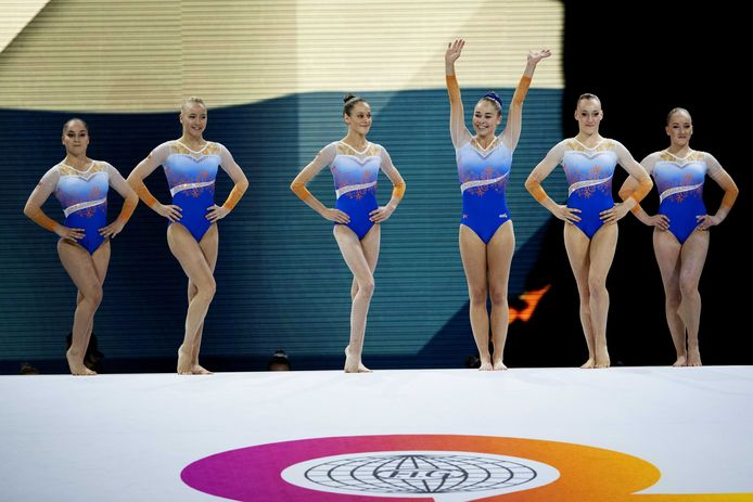Het Nederlandse team stelt zich voor. Eythora Thorsdottir in het midden.