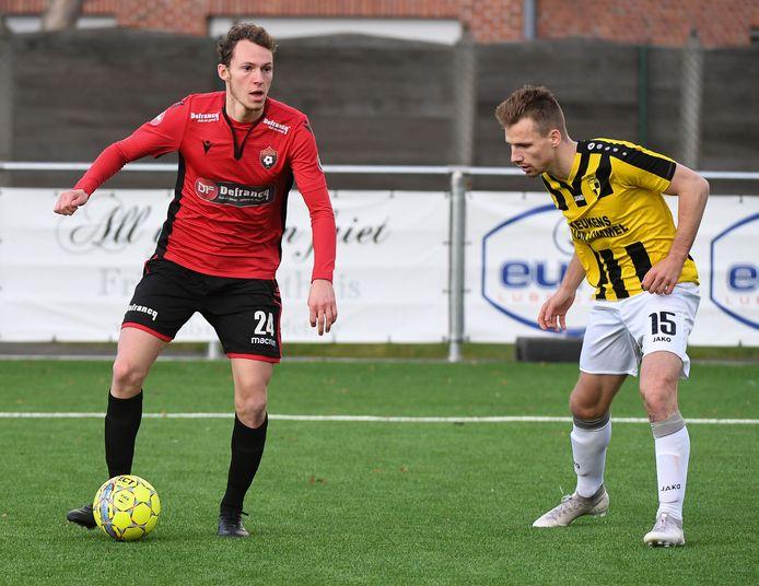Winkelspeler Dylan Vanhaeren (l.) is sinds kort ook videoanalist bij Cercle Brugge