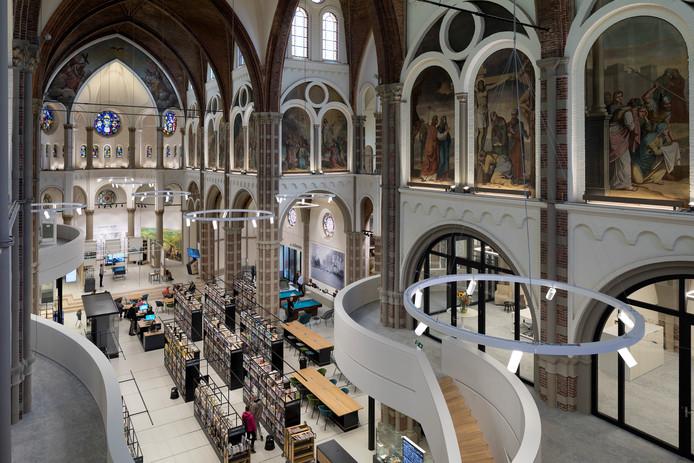 De herbestemde Petruskerk in Vught valt ook bij Pieter van Vollenhoven in de smaak.