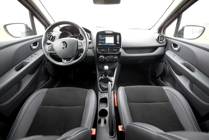 Het interieur van de Clio oogt nog altijd origineel en verzorgd.