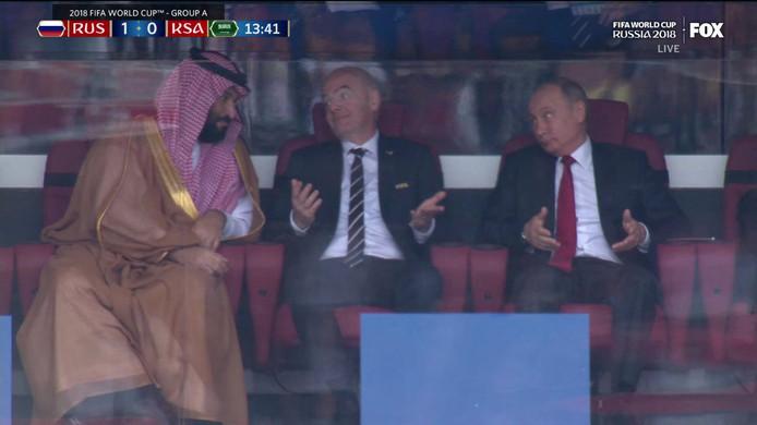 De kroonprins van de Saoedi's, FIFA-baas Infantino en Poetin na het eerste doelpunt van de Russen.