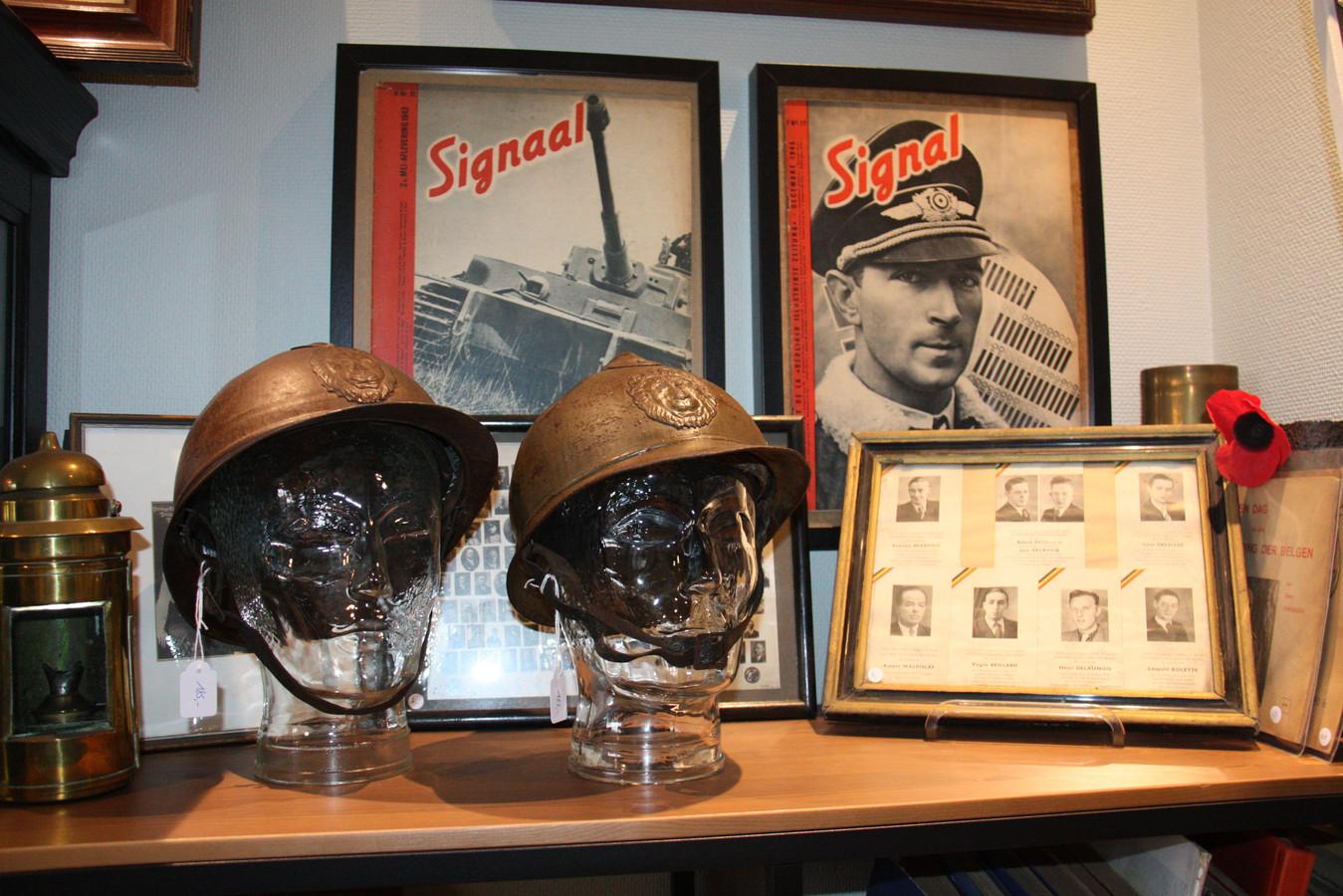 Michael Brinkmann opende in Dorp 3 in Alveringem Militaria Belgium. Je vindt er onder meer helmen en verschillende tijdschriften Signaal