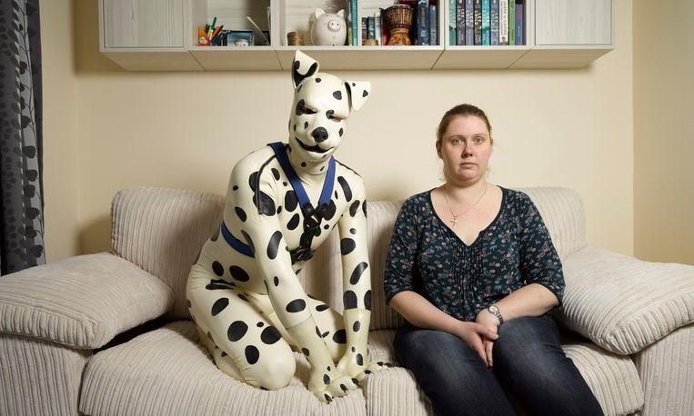Tom (hondennaam Spot) thuis met zijn ex-verloofde Rachel. Tom begon een homorelatie met zijn 'baasje' Colin.