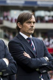 Eerste assistent Ruud Brood wacht met tekenen PSV-contract