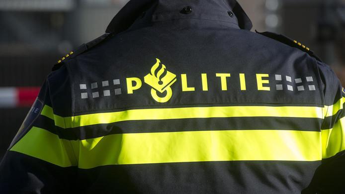 De politie heeft hield drie Rotterdammers aan, evenals vijf Sliedrechtse klanten.