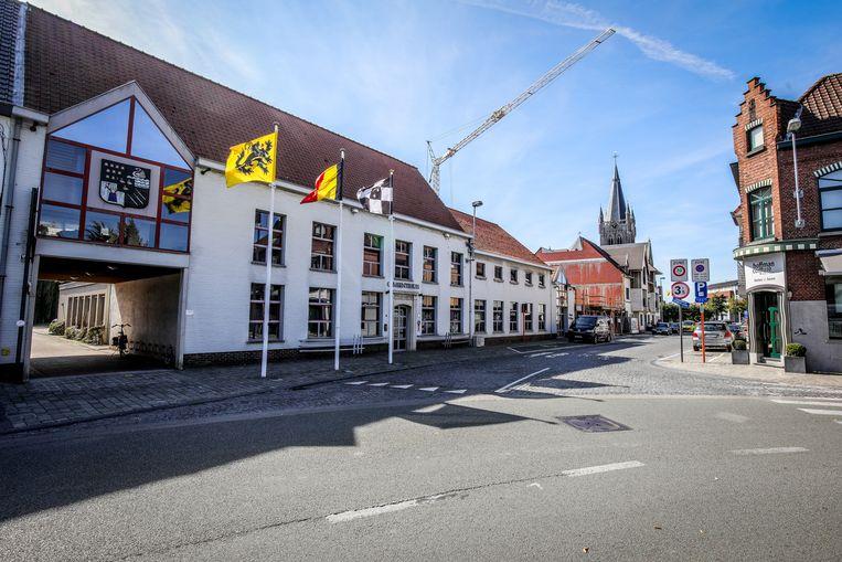 De Jabbeekse gemeenteraad gaat voor een keer niet door in het gemeentehuis.