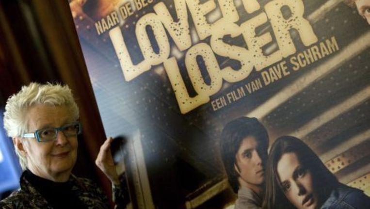 Carry Slee bij de filmposter van Lover of Loser. © anp Beeld