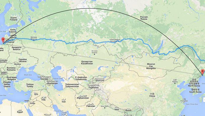 De afstand tussen Kaliningrad (links) en Vladivostok bedraagt door de lucht ruim 7350 kilometer.