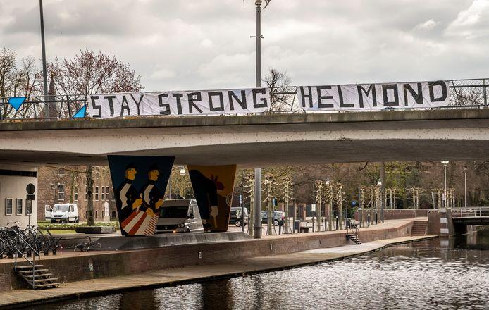 Spandoek in het centrum van Helmond, hangend aan de Kasteel-Traverse.