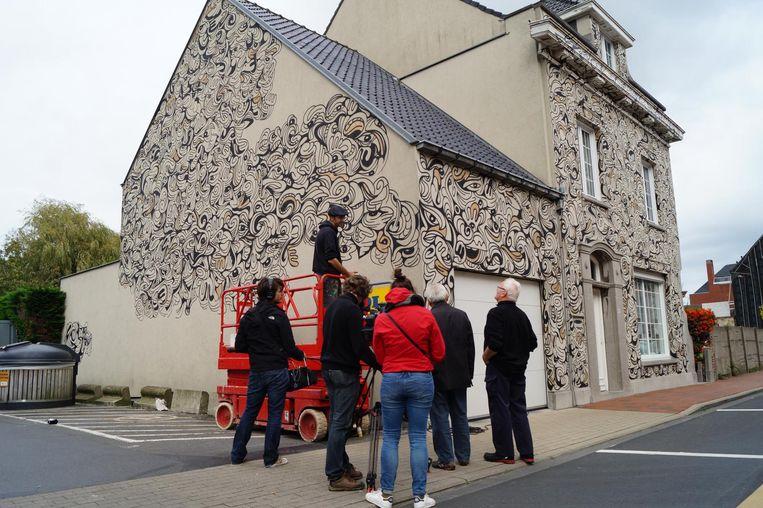 Iedereen Beroemd brengt het tot kunstwerk omgevormde ouderlijk huis van kunstenaar David Maertens in beeld. In januari gaat het tegen de vlakte voor de uitbreiding van de Lidl.