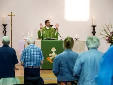 Corona genadeklap voor katholiek kerkbezoek? 'Onze kerken zitten vol, mensen blijven komen'