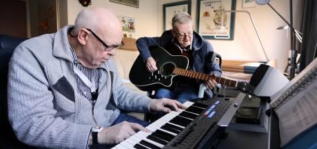 Duo trakteert bewoners Riethorst op kerstconcert