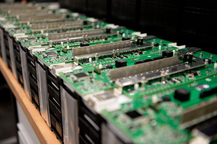 Batterijen van Super-B in Hengelo, dat na een conflict tussen eigenaar Kees Koolen en aandeelhouders van Lithium Werks uit de batterijenfabrikant werd gelicht.