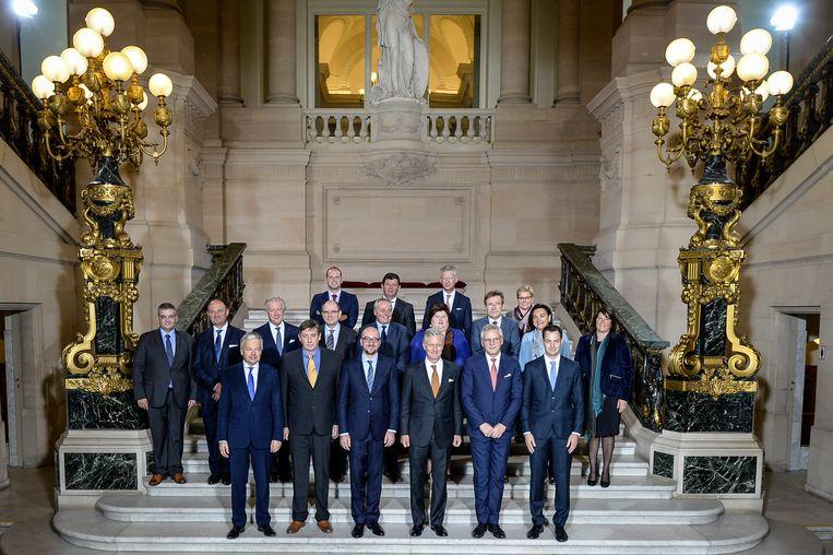 De regering van premier Charles Michel na de eedaflegging op 11 oktober 2014.