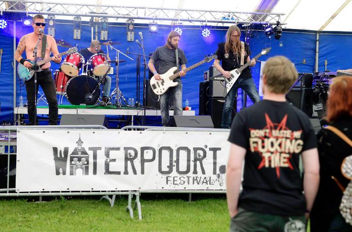 Een impressie van het Waterpoort Festival 2015: de band Albion staat op het podium.