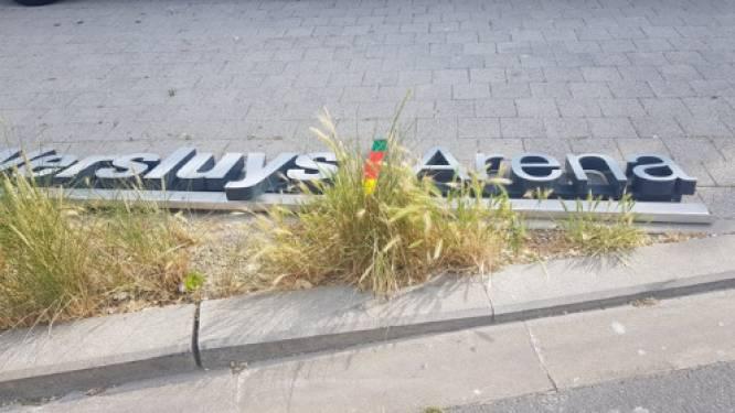 Het blijft er bovenarms opzitten in Oostende: Bouwgroep Versluys verwijdert letters KVO-stadion zonder medeweten van de club