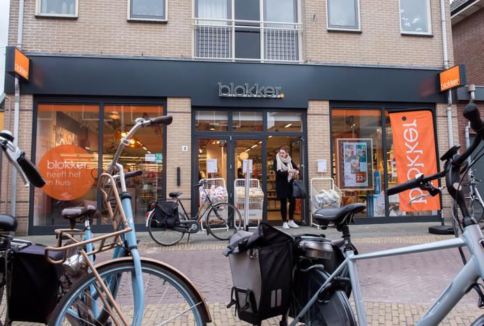 DS-2019-3031 28-03-2019 Blokker opent in Putten voor het eerst een winkel. In het pand waar vroeger Xenos zat. Straat, pand, winkelend publiek.Opdrachtnummer: DS-2019-3031© Ruben Schipper Fotografie