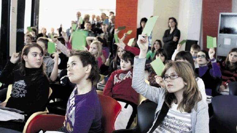 Aanstaande leerlingen van de nieuwe Isaac Beeckman Academie in Kapelle kiezen massaal voor een huiswerkvrij lesprogramma. (FOTO JOÃ¿L VAN HOUDT) Beeld
