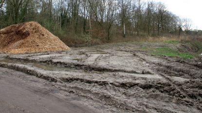 Man zit half uur vast in de modder in Doode Bemde