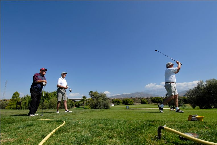 Ouderen die nog vitaal zijn, kunnen soms nog sporten, zoals hier in Spanje. Beeld Photo News