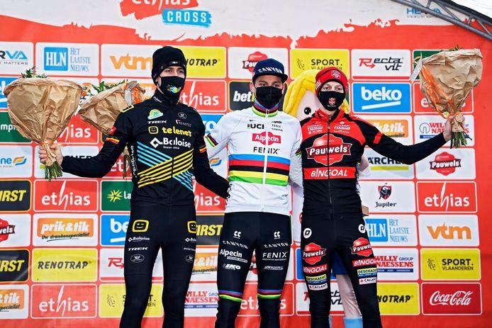 Het podium in Bredene van links naar rechts: Toon Aerts, Mathieu van der Poel en Michael Vanthourenhout.
