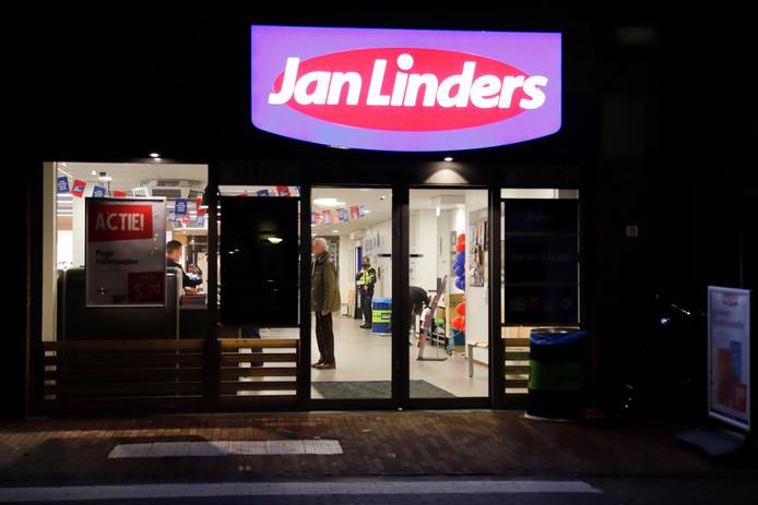 Het filiaal van Jan Linders in Boxmeer waar vrijdag een overval is geweest.