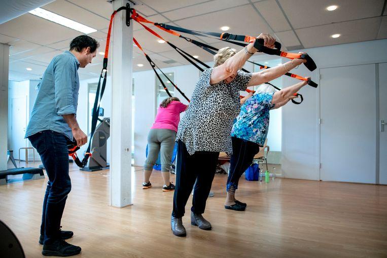 Een sessie leefstijlbegeleiding in Amersfoort, een speciale behandeling voor mensen met overgewicht.   Beeld Bram Petraeus