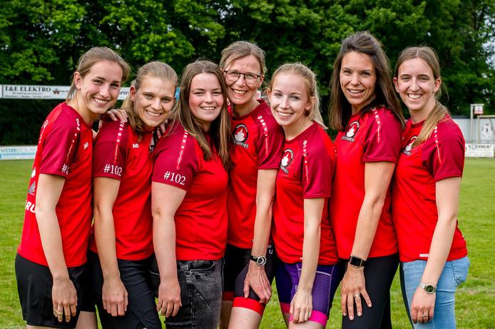 Het team van SV-Sprundel voor de Roparun: Ilse Melissen, Inge Peeters, Maud van der Linden, Corine Rokx, Wouke Rokx, Femke Mensen en Susanne Peeters.