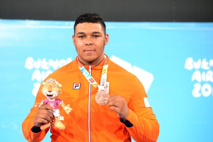 De Nijmeegse gewichtheffer Enzo Kuworge heeft brons gewonnen  tijdens de Jeugd Olympische Spelen in Buenos Aires.