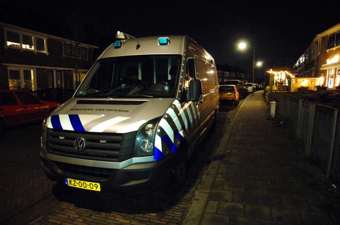 De EOD in de Arnhemse wijk Klarendal na de vondst van enkele honderden kilo's zwaar illegaal vuurwerk.