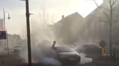 Politie identificeert twee verdachten voor vreugdevuur tijdens Turkse trouwstoet