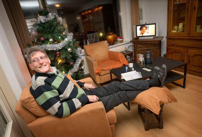 John van Gils in zijn woning in Geertruidenberg.  Foto: Joyce van Belkom/Pix4Profs